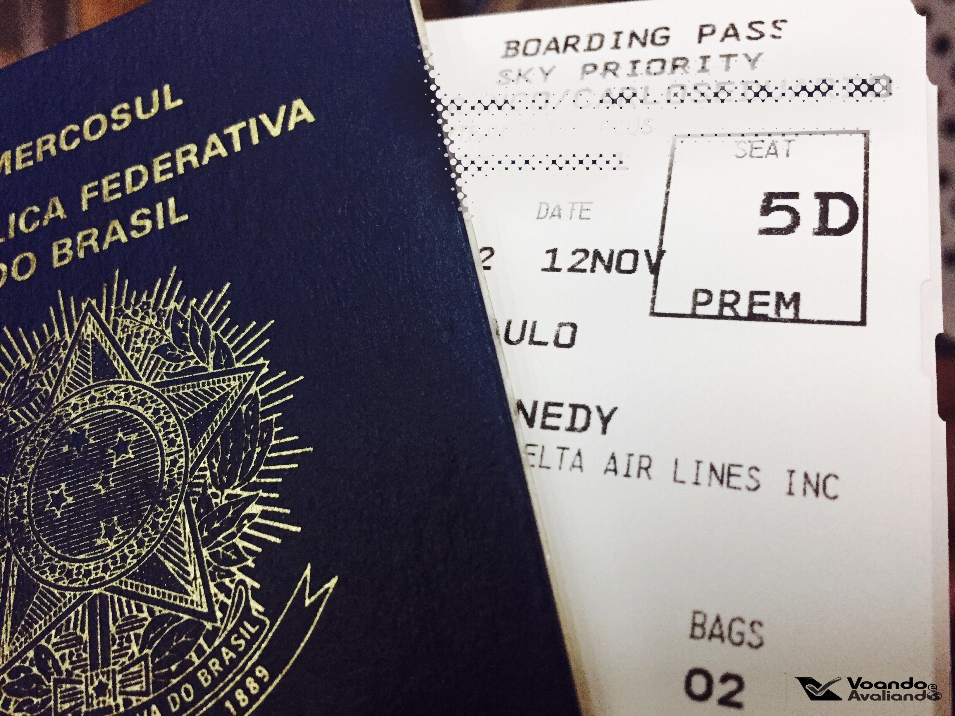 Passaporte + Cartão de Embarque - Delta
